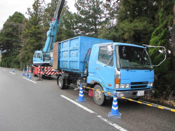 木の伐採工事:トラックの写真